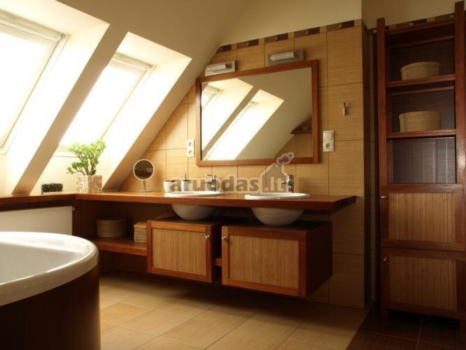 Medinis vonios praustuvių stalviršis