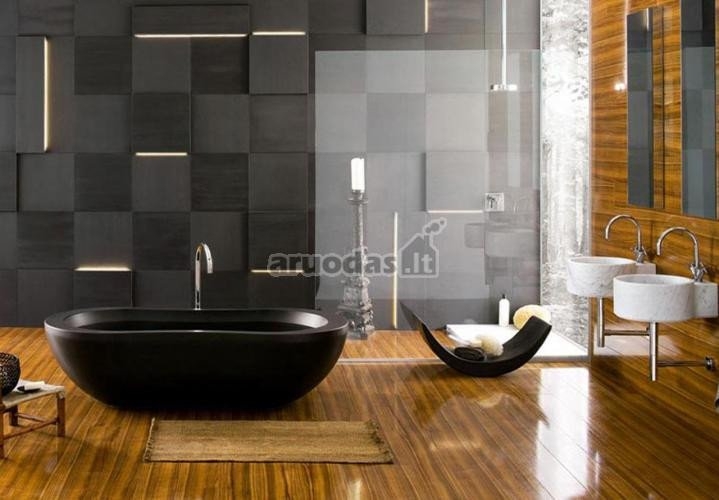 Medinės, lakuotos vonios kambario grindys