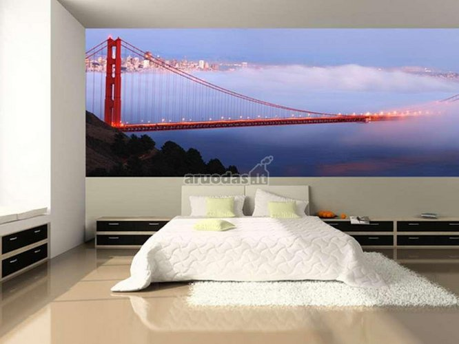 Miegamojo kambario siena dekoruota tiltu