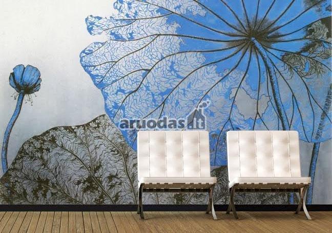 Gėlės fototapetu dekoruota siena