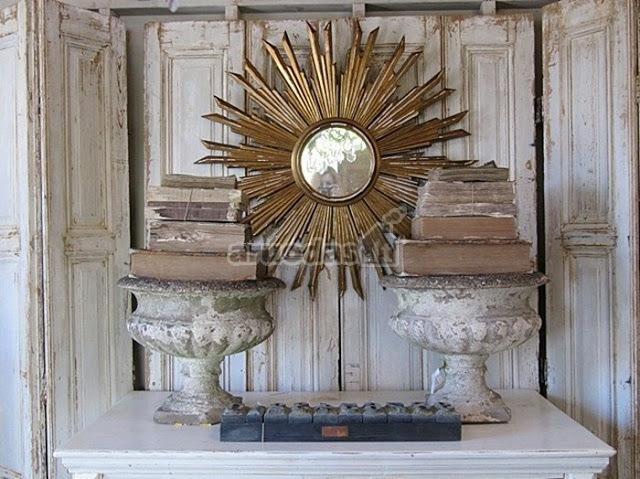Saulės formos senovinio stiliaus veidrodis