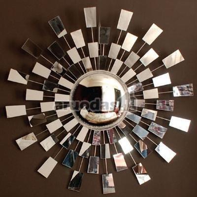 Iš mažų keturkampių sudarytas saulės formos veidrodis