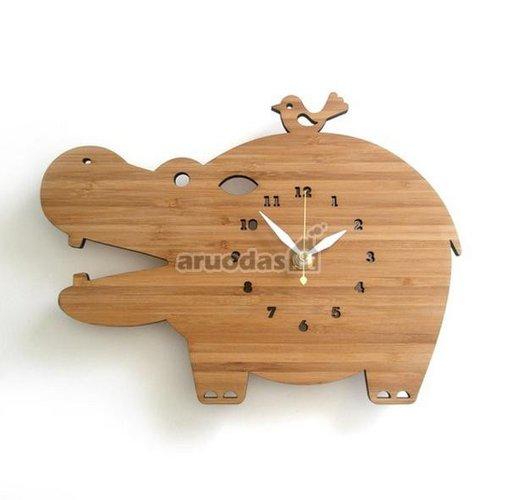 Medinis begemotas - laikrodis
