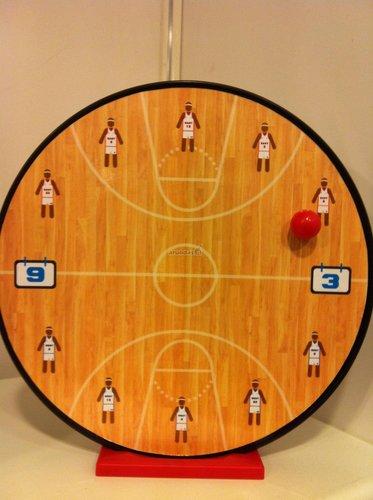 Krepšinio aikštelės formos laikrodis