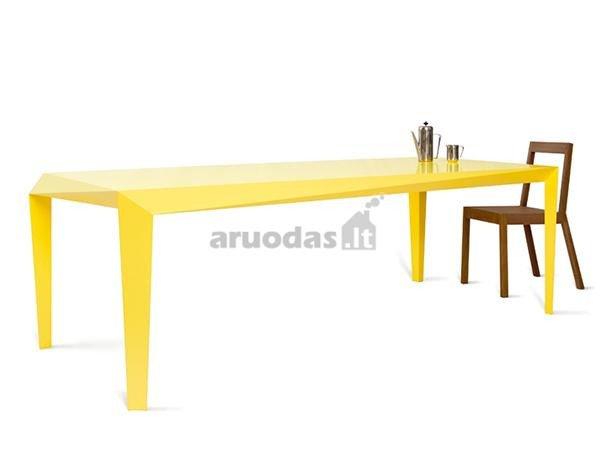Geltonas, išskirtinės formos stalas