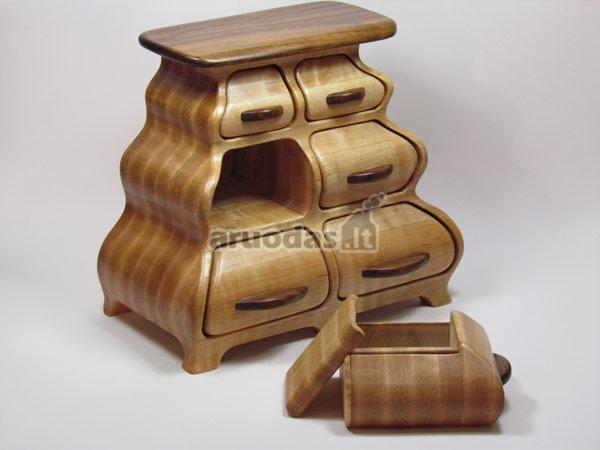 Medinė komoda, išskirtinis dizainas