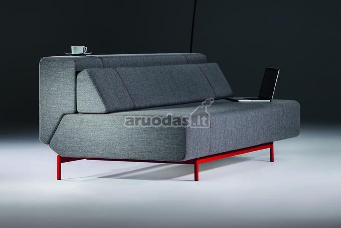Pilkos spalvos sofa svetainei