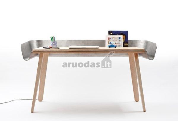Funkcionalus darbo stalas su apsauga nuo krentančių daiktų