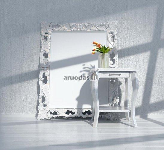 Baltas veidrodis baltame kambario interjere