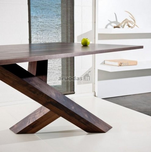 Natūralaus medžio apvalus stalas