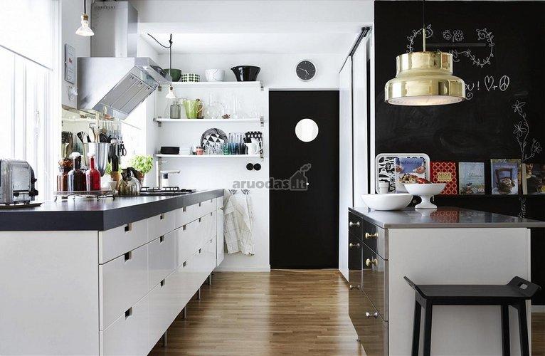 Virtuvė su skandinaviško stiliaus akcentais