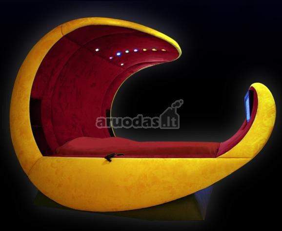 Moderni geltonos ir raudonos spalvų derinio lova