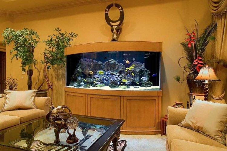 Akvariumas kaip svetainės interjero detalė