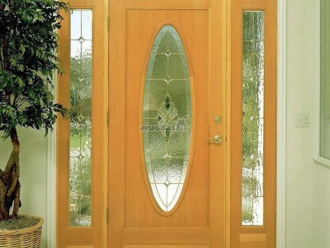 šviesaus medžio durys