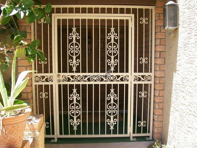 Metalinės durys - varteliai