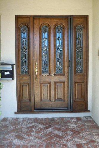 Puošnios medinės lauko durys