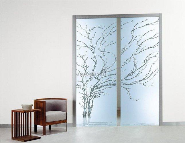 Stiklinės, dekoruotos durys