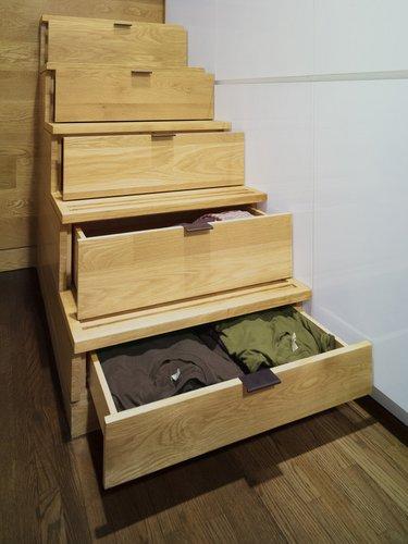 Laiptai, atliekantys spintos funkciją