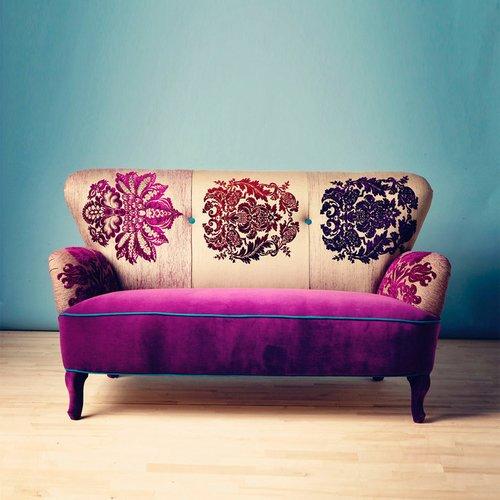 Violetinės spalvos sofa
