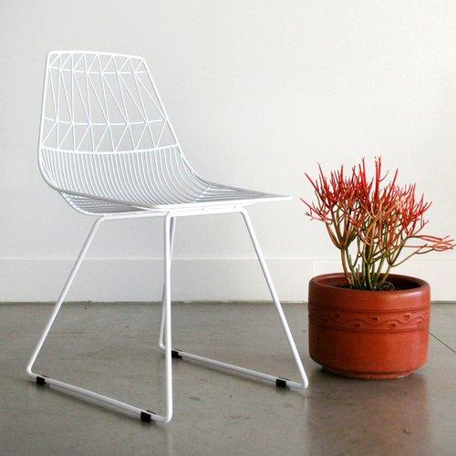 Balta, minimalistinė kėdė