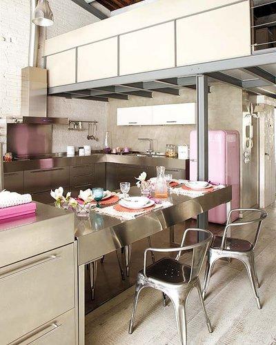 Modernaus vintažinio stiliaus dizainas su rožiniu akcentu