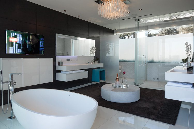 Erdvus ir prabangus vonios kambarys