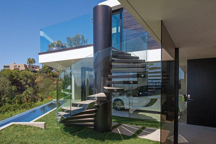 Stikline pertvara apgaubti lauko laiptai