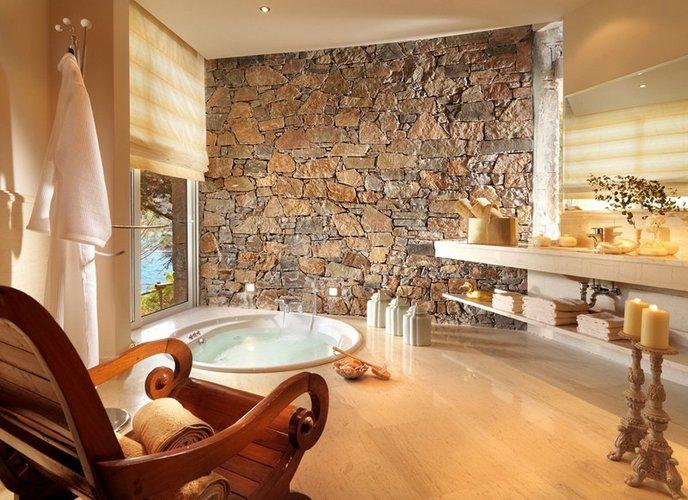 Erdvus vonios kambarys