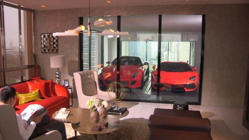 į namų erdvę integruotas garažas