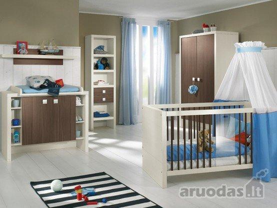 Mėlynas akcentas mažylio kambario dizaine