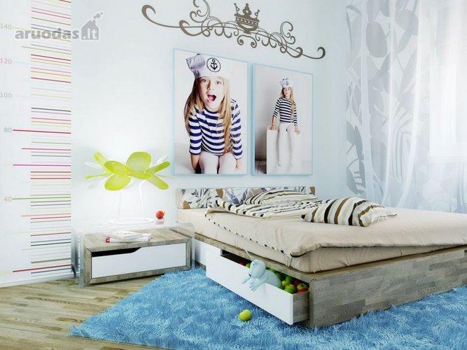 Mėlynas kilimas kambario dizaine