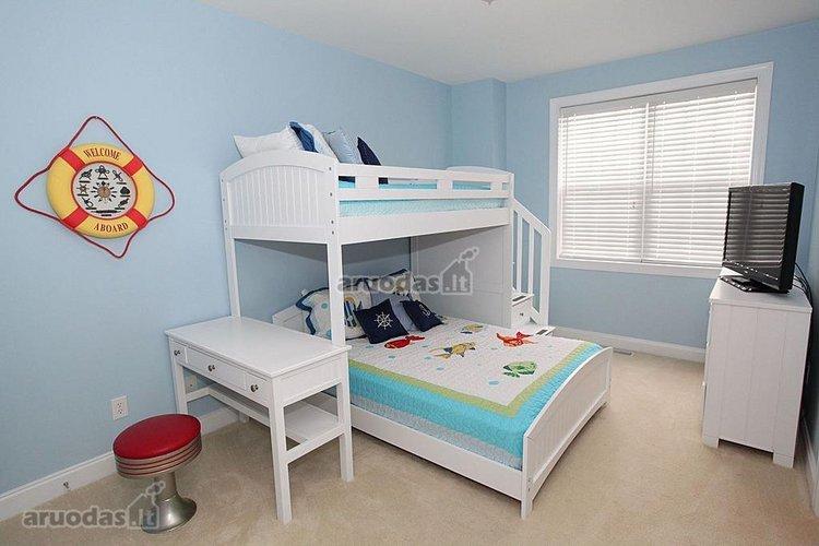 Dviaukštė lova berniukų kambaryje