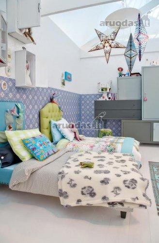 žaismingas ir spalvotas vaiko mergaičių kambarys