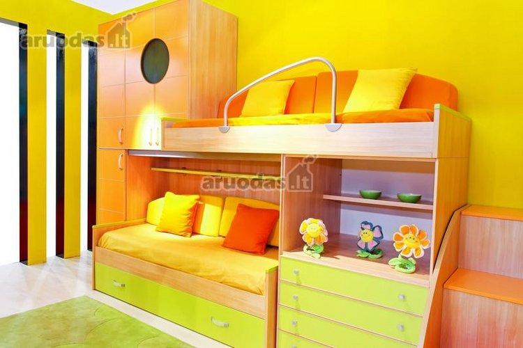 Ryškus, erdvę taupantis vaikų kambarys