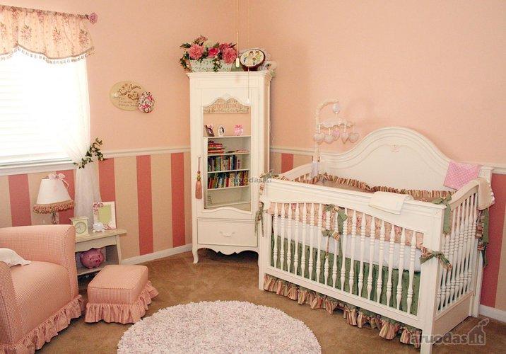 švelnių spalvų kūdikio kambarys