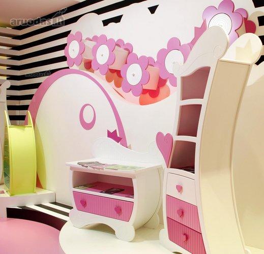 Kreivos formos baldai vaiko kambaryje