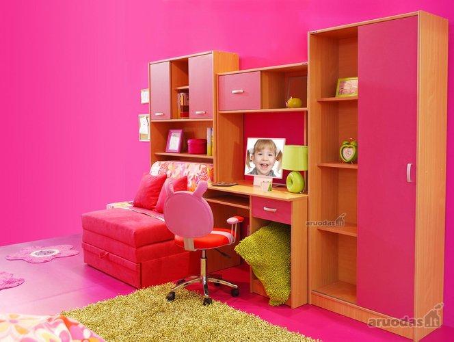 Ryškiai rožinis mergaitės kambario interjeras