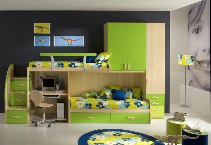 žalia spalva berniukų kambaryje
