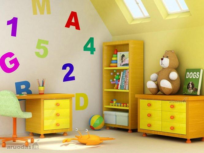 žaidimų erdvė, išmarginta spalvotų skaičiukų