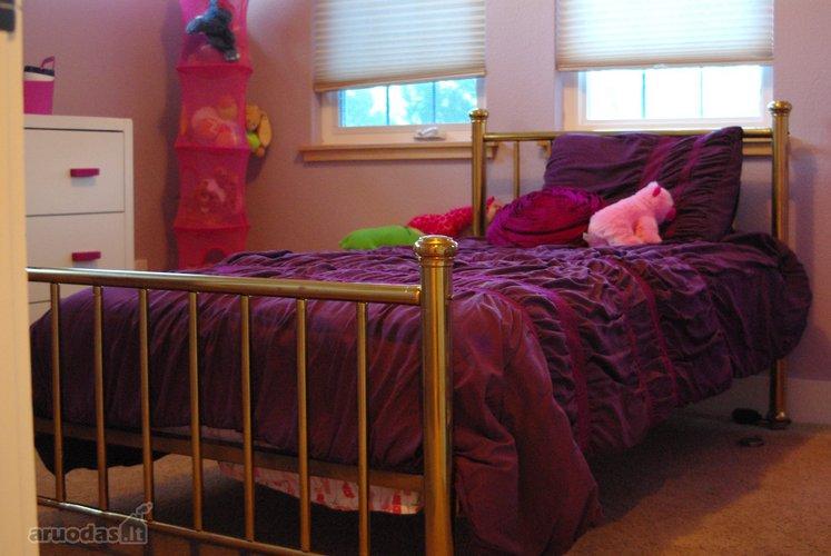 Paprastas, tačiau jaukus paauglio kambarys