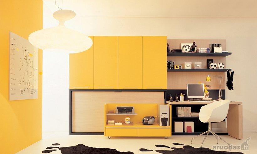 Geltona paauglio kambaryje