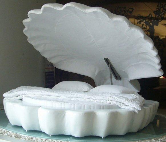 Balta, kriauklės formos lova