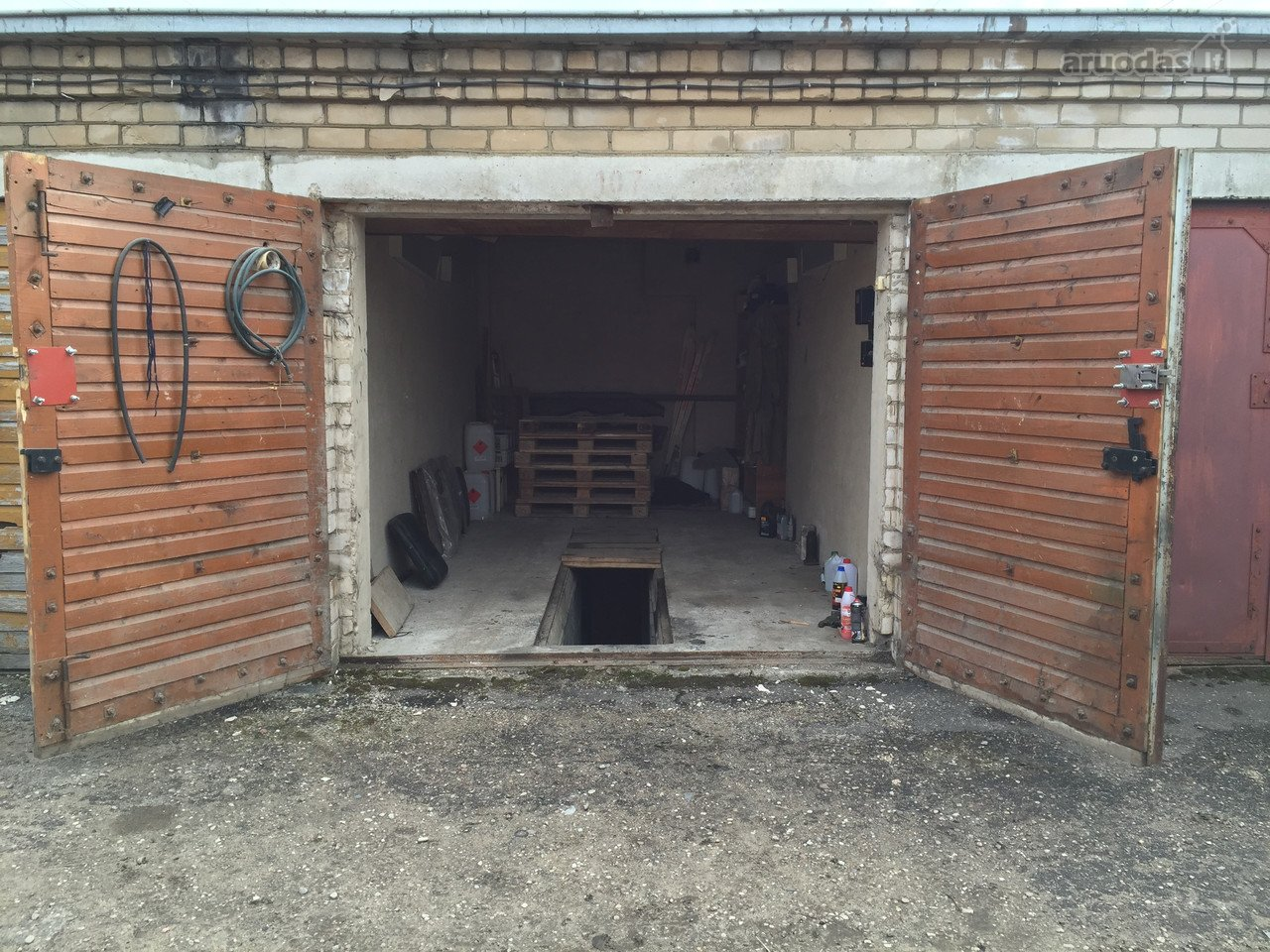 Garage in kaunas dainava v kr v s pr brick garage real for Brick garages prices