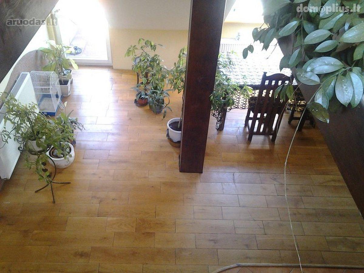 Šilutės r. sav., Rusnės mstl., Neringos g., 5 kambarių butas