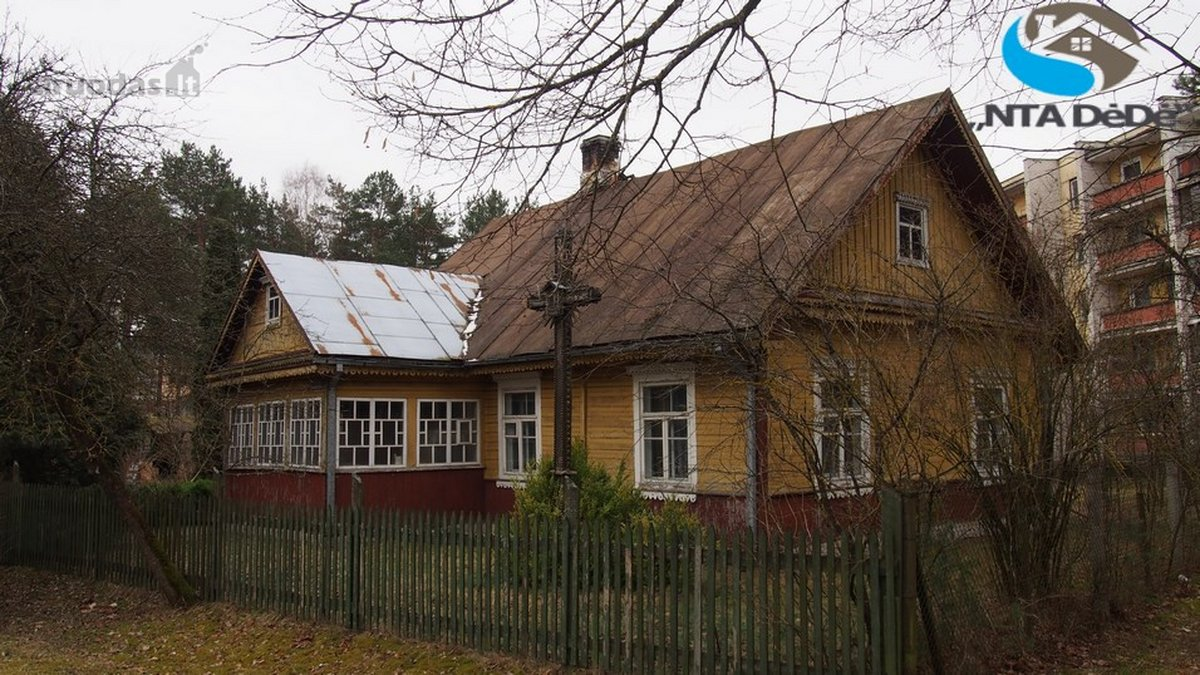 Varėnos r. sav., Varėnos m., J. Basanavičiaus g., rąstinis namas