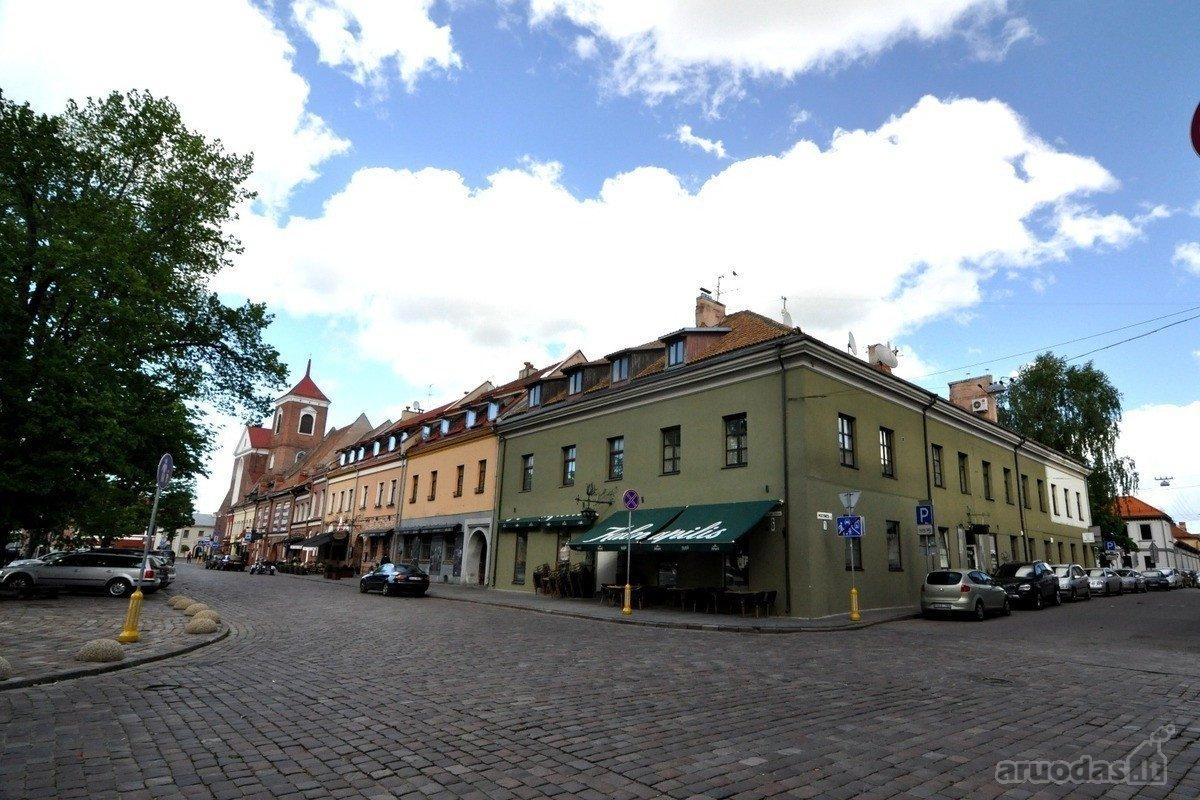 Kaunas, Senamiestis, Rotušės a., 3 kambarių butas