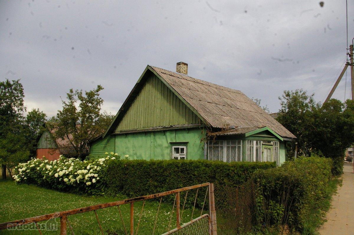 Anykščių r. sav., Troškūnų m., Dariaus ir Girėno g., rąstinis namas