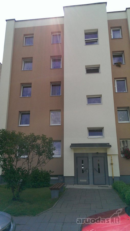 Parduodamas butas-renovuotame name su