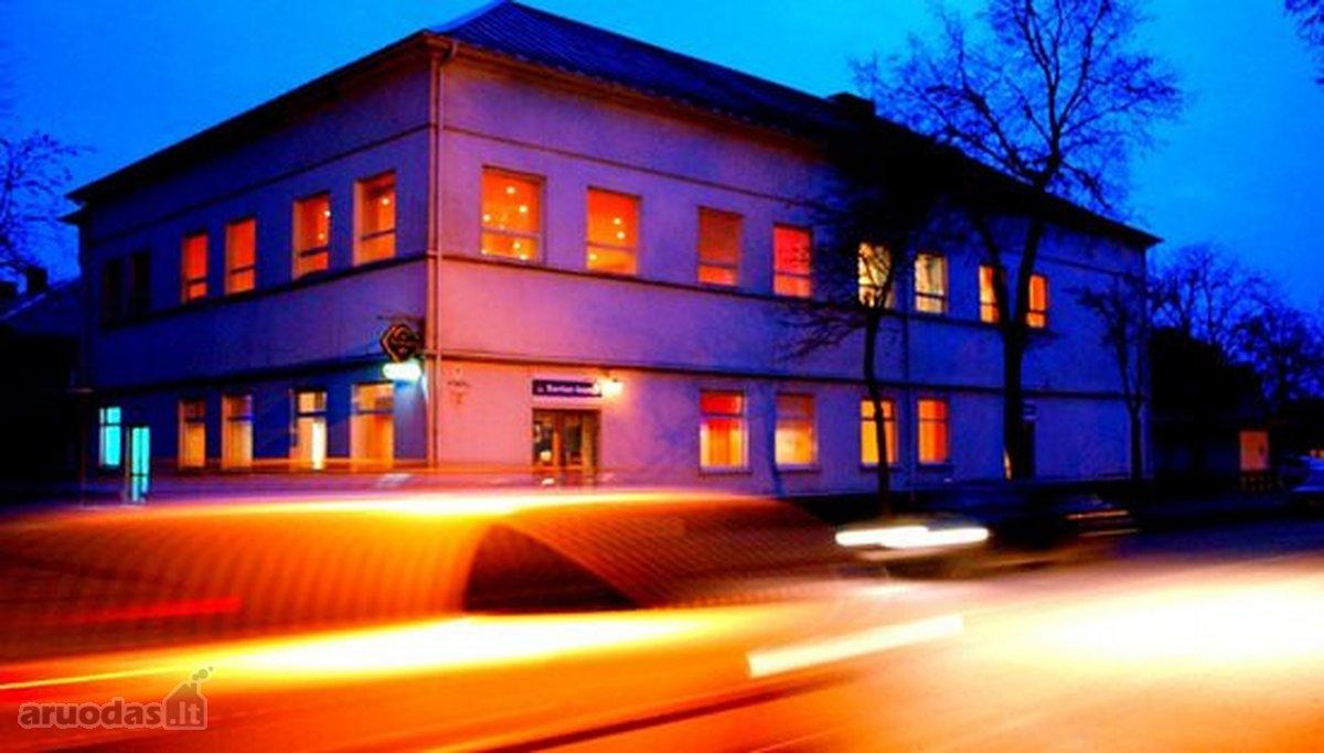 Telšių r. sav., Varnių m., Vytauto g., biuro, prekybinės, viešbučių, paslaugų, maitinimo paskirties patalpos