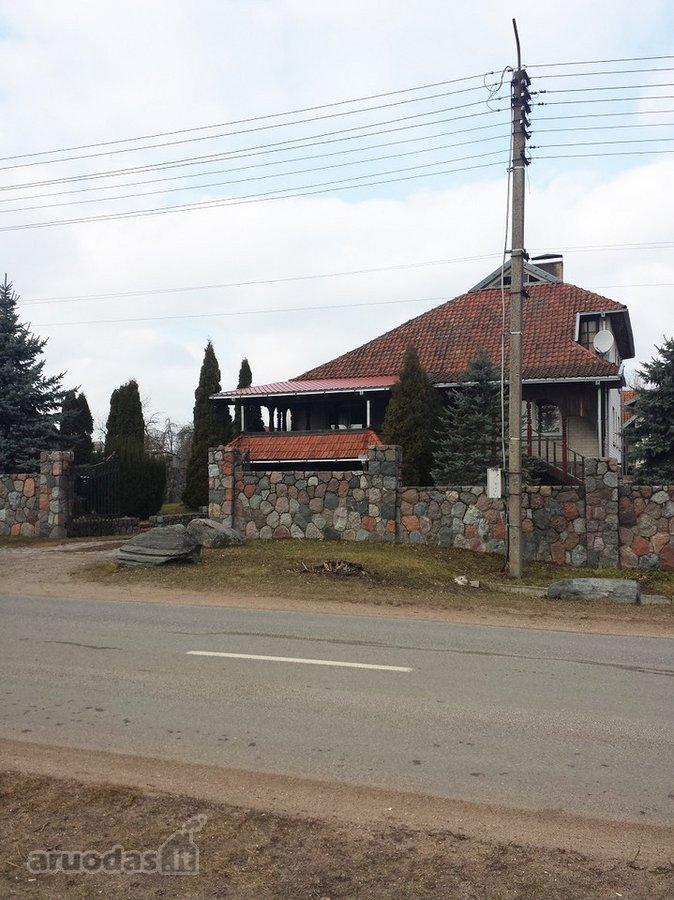 Jurbarko r. sav., Smalininkų m., Nemuno g., mūrinis namas